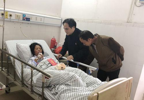 广西道教协会副会长陈应伟到医院看望慰问病困信众